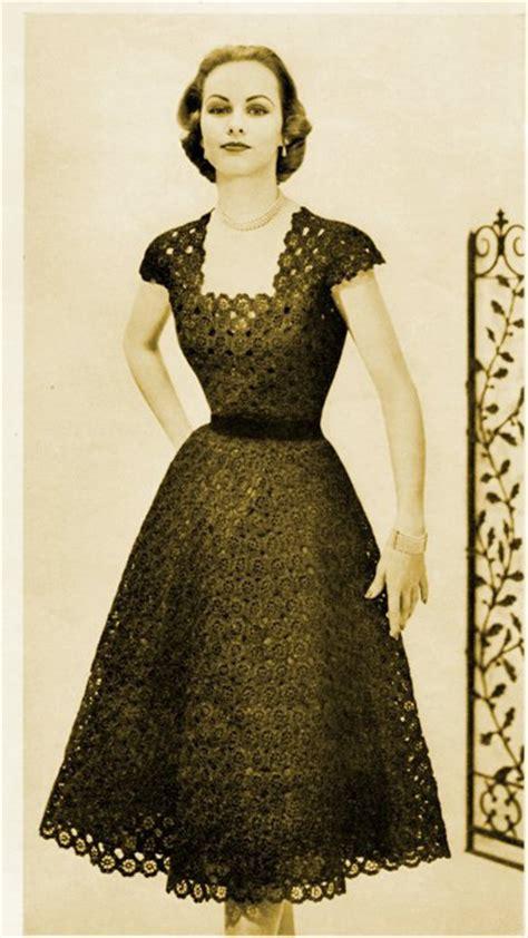 Dress Place Motif 1950s dress or blouse flared skirt in flower motif