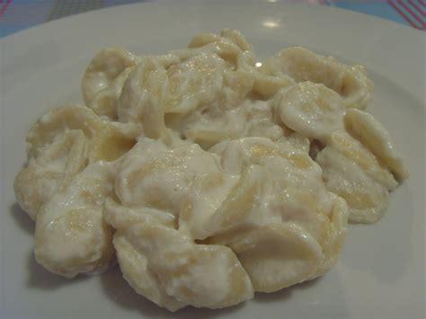 pasta veloce e semplice da cucinare pasta con la ricotta piatto pugliese veloce da preparare