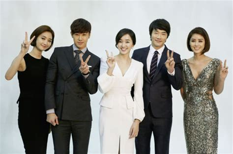 drama queen film cast drama cast of queen of ambition poses with v sign
