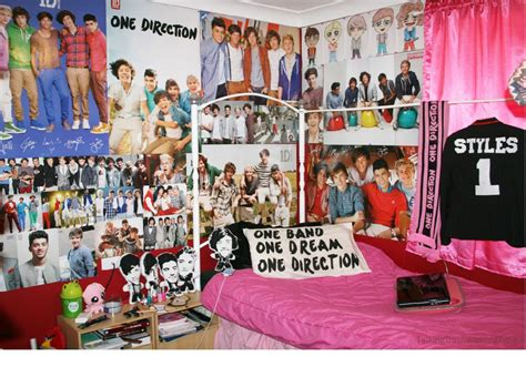 how i can decorate my bedroom with poster and pictures
