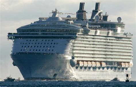 the biggest boat in the whole world world s biggest cruise ship ever 33 pics izismile