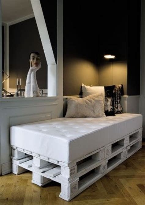 shipping pallet bed 21 diy ideas for pallets use messagenote