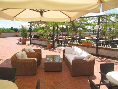 divanetti bar aperitivi serate happy hour e cene all aperto hotel garden