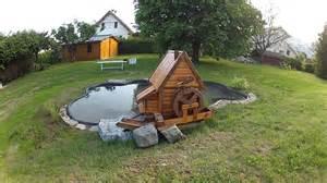 bassin et moulin de jardin