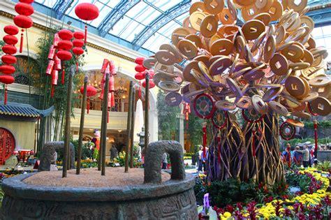 bellagio las vegas new year bellagio new year 2014 display gets its bloom on