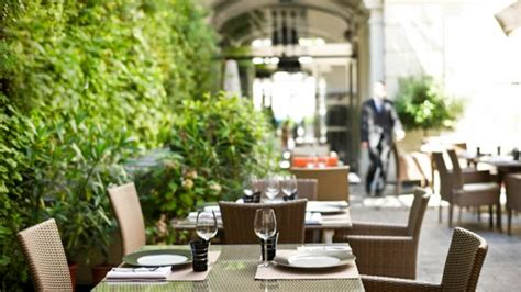 le patio chs elysees restaurant le m64 h 244 tel intercontinental 224