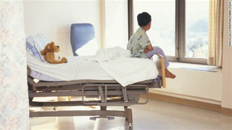 kid in hospital bed anesthesia in young kids may carry developmental risks