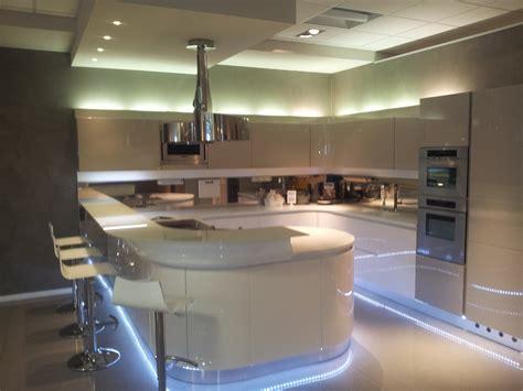camino in cucina moderna tavoli e sedie da cucina moderni