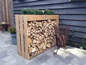holzstapel regal die besten 17 ideen zu brennholzlagerung auf