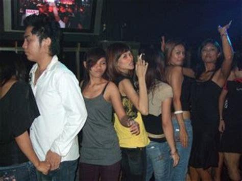 Kaos I M With Stupid Ynstyle tante girang menjelajah tempat tempat clubbing di jakarta