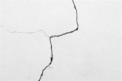 par la fissure de comment r 233 parer fissures bulles et coulures dans la peinture d 233 co solutions