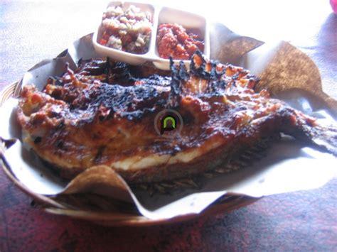 pesona kuliner denpasar murah meriahnya ikan bakar