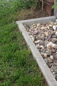 rasenkante pflastersteine setzen rasenkante setzen anleitung mischungsverh 228 ltnis zement