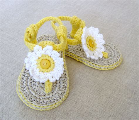 crochet pattern flower motif baby shoes crochet pattern baby sandals with flowers 3 sizes easy baby