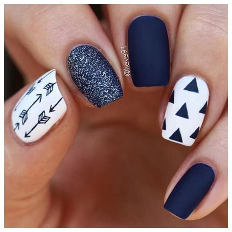 manicure trend fall winter   blue gray sequins