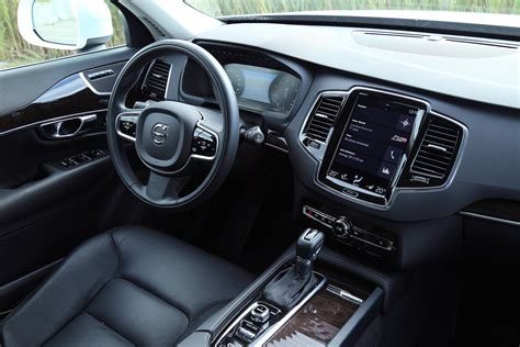 review  volvo xc momentum canadian auto review