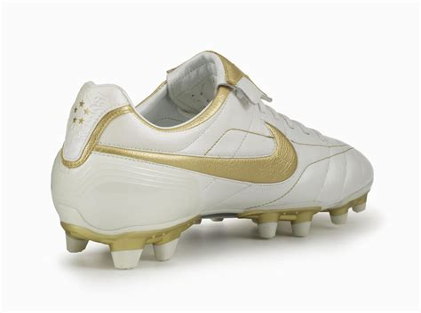 imagenes nike tiempo tiempo legend quot touch of gold quot returns nike news