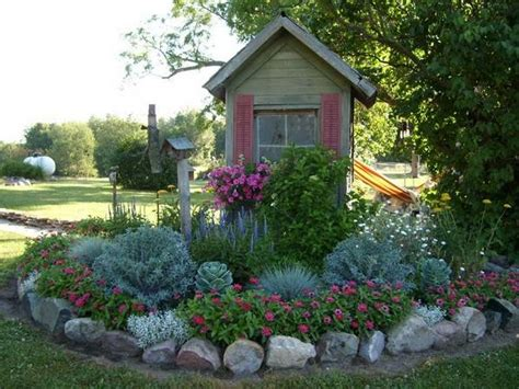 creative lawn  garden edging ideas  images