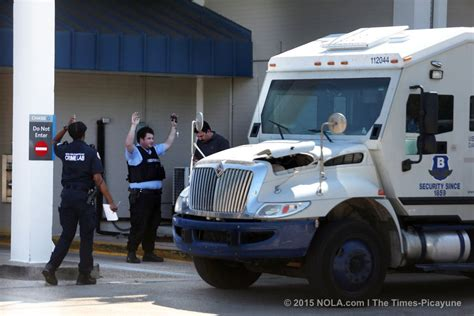 brinks armored trucks the gallery for gt brinks armored car