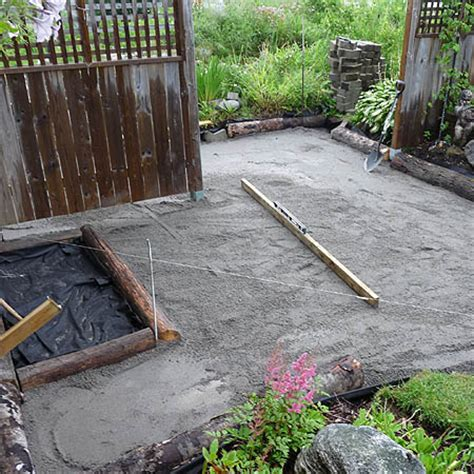 Landscape Fabric Laying Home Dzine Garden Ideas Lay A Path With Paving Blocks