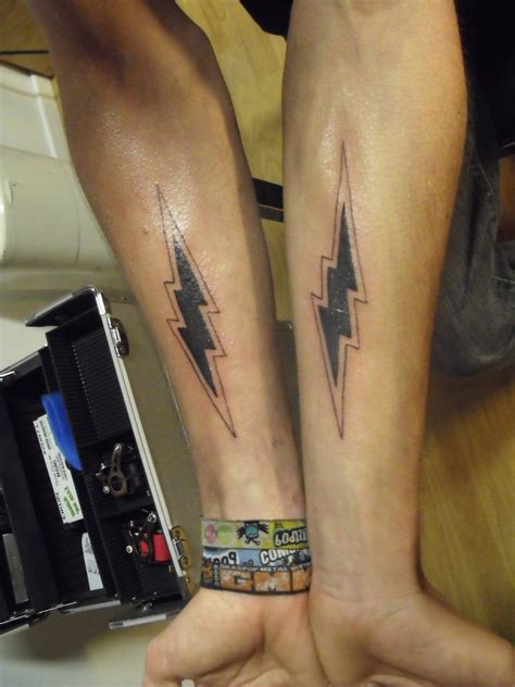 lightning tattoos lightning bolt designs www imgkid the image