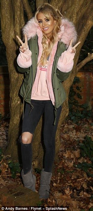 celebrity ghost hunt hanworth park house olivia attwood and holly hagan scream on celebrity ghost