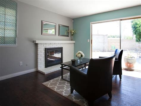 what color rug for wood floors and light blue walls