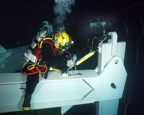 file us navy 020723 n 7479t 002 navy diver conducts sea salvage operations jpg