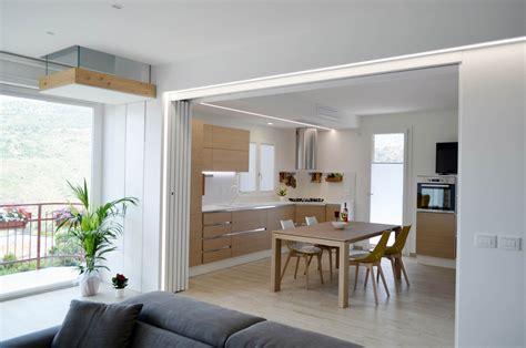 cucine e soggiorno una casa con soggiorno e cucina divisi quando serve