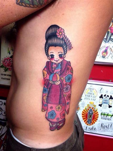geisha tattoo znaczenie tatuaż bok postać gejsza przez chopstick tattoo