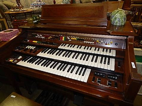 Keyboard Yamaha Organ yamaha electone piano organ 3 tier with stool works great untill plays lol