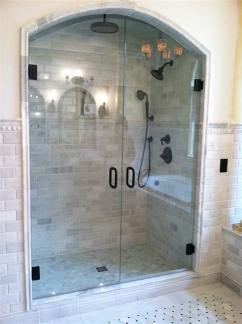Arched Shower Door Arched Doors Creates A Regal Frameless Shower Glass Enclosure For The Home Pinterest
