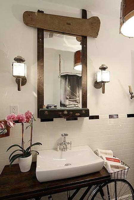 Kkpk Negeri Tanpa Cermin New kamar mandi dengan interior sepeda tua