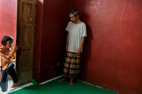 lade reer des photos d 233 chirantes de malades mentaux en indon 233 sie