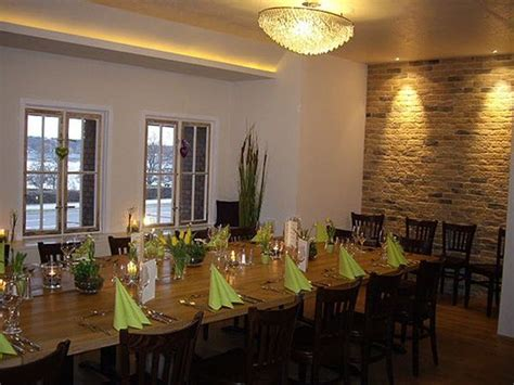 schöne holztische gastronomie am wannsee in berlin mieten partyraum und