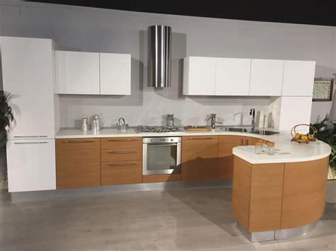Cucina Con Penisola Tonda cucina moderna lineare con penisola tonda modello zen
