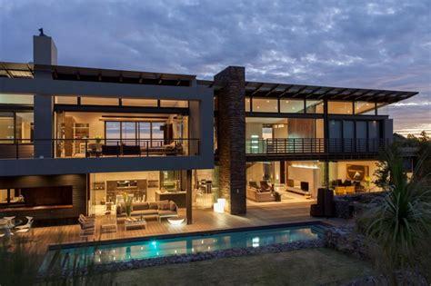 modern house with big open views trough glass wall طراحی ویلا duk تشویق زندگی در فضای باز آرل