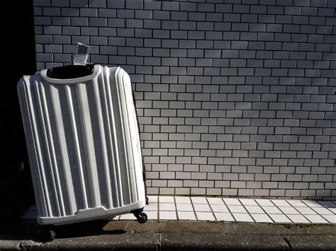 una valigia sul letto il portinaio 187 la valigia sul letto