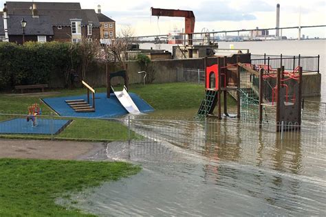 thames barrier london flooding thames flooding river bursts as flood alerts issued due