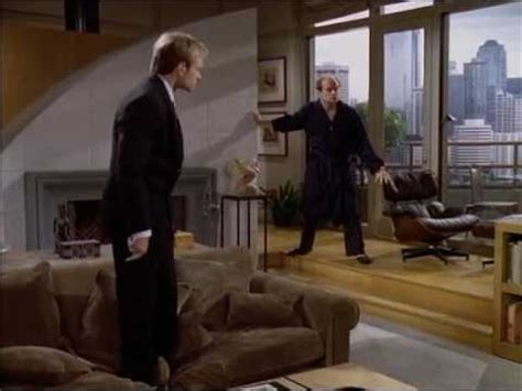 frasier living room frasier s shes the gunplay in living room on trumh frazier euphoria bed bath mobile home