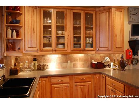 pin  janet gysbers  kitchen backsplash   honey oak cabinets oak kitchen cabinets