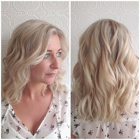 wavy blunt medium women s wavy platinum lob with blunt ends and highlights