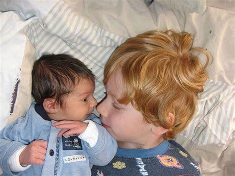 cuando nace un hermanito cuando un ni 241 o nace el hermano mayor crece de golpe