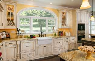 finding the ideal cottage kitchen cabinets my kitchen 15 cottage kitchens diy