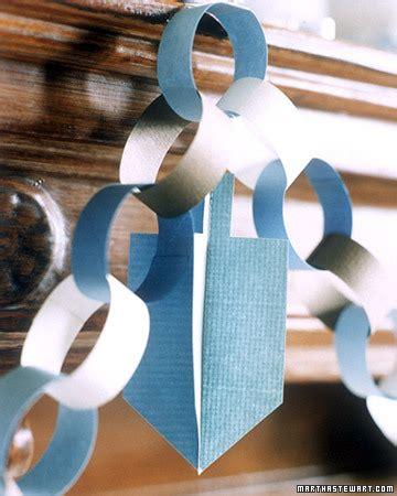 Paper Chain Crafts - handmade hanukkah 25 hanukkah crafts to make with