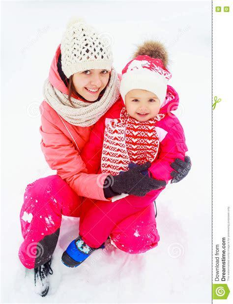 bambino nella madre e bambino nella sosta fotografia stock immagine