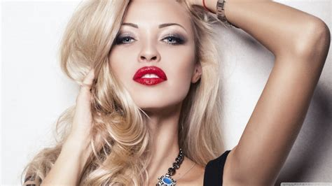 Blonde Girl With Red Lipstick | red lipstick blondes gregory chandler red lipstick