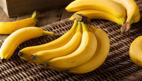 eating banana before bed 7 foods make your sleep better