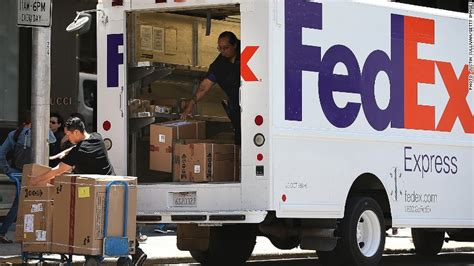 does fed ex deliver on fedex to buy tnt express for 4 8 billion