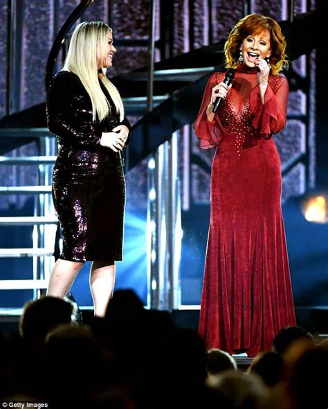 reba mcentire s costume changes at acm awards dresses reba mcentire at acm awards in same red dress she wore 25